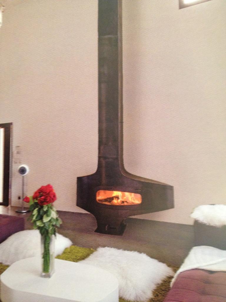 cheminee focus chemine design centrale ouvert suspendu. Black Bedroom Furniture Sets. Home Design Ideas